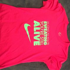 Nike Graphic Tee DriFit Nike graphic tee-hardly worn Nike Tops Tees - Short Sleeve