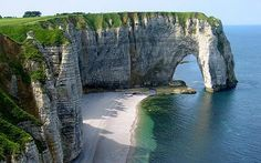 Etretat, Normandie, France.  By Jason Richards. Google +