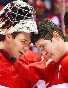 It's rare to have a picture of them together Carey Price & Sidney Crosby Montreal Canadiens, Sidney Crosby, Hockey Mom, Sports Pictures, Pittsburgh Penguins, Nhl, Superstar, Olympics, Hot Guys