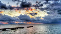 10 Nov. 6:41 日の出前の博多湾です。 Morning  at  Hakata bay in Japan