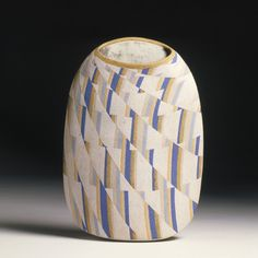 Elizabeth Fritsch, Optical Pot, stoneware, height 311mm, width 232mm, 1980. Museum no. C.13-1981
