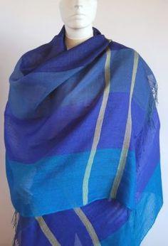 Blau gemusterter #Webschal aus #Babyalpaka #Wolle und #Seide. Eleganter #Schal aus kostbarer Babyalpaka Wolle und Seide gewebt.Luftig leicht und extra groß.