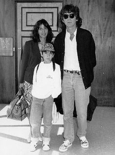Olivia Arias-Harrison, George Harrison, and Dhani Harrison. Can you imagine what it must have been like to be taught guitar by George? Olivia Harrison, George Harrison, Liverpool, Beverly Hills, El Rock And Roll, Les Beatles, Beatles Band, Pattie Boyd, The Quiet Ones