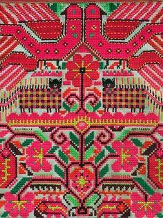 looks like needlepoint! Design Textile, Design Floral, Textile Patterns, Textile Art, Color Patterns, Print Patterns, Folklore, Sculpture Textile, Mexican Textiles