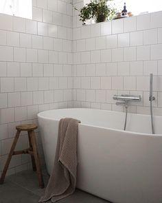 En annan liten del av badrummet 🛁 #bathroom #interiordesign #interior #instagood #scandinaviandesign #interiör #svedbergs Dream Bathrooms, Bathroom Inspo, Shower Room, Bathroom Inspiration, Clever Kitchen Ideas, Luxury Bathroom, Cottage Bathroom, Bathroom Design Inspiration, Bathroom