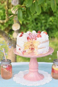 Strawberry Coconut Raffaello Cake #cake #food #knuspersommer #summer #raffaello Knusperstübchen