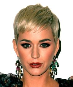 Katy Perry Short Straight Casual Pixie Hairstyle with Blunt Cut Bangs - Blonde Hair Color Blonde Pony, Blonde Bangs, Blonde Hair, Pixie Bangs, Blonde Pixie Cuts, Hair Color Dark, Blonde Color, Pixie Hairstyles, Cool Hairstyles
