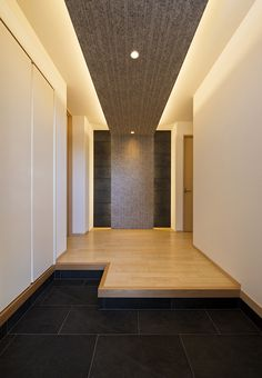 玄関・ホール Corridor Design, Entrance Design, House Entrance, Entrance Hall, Japanese Home Design, Japanese Interior, Japanese House, Minimalist Interior, Modern Interior Design