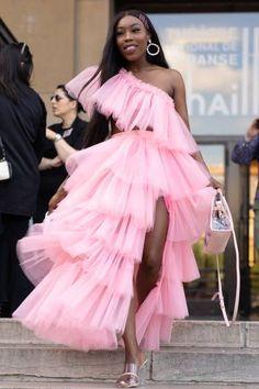Paris Men's Fashion Week S/S 2019 (Photo by Matthew Sperzel/Getty Images) Mens Fashion Week, Black Women Fashion, Womens Fashion, Pretty Black Girls, Beautiful Black Women, Street Chic, Street Style, Gown Photos, Hip Hop Outfits