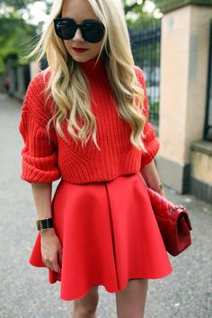 Wearing all red is the new way to brighten dark winter days! It is really trend this season! I want to show you some stylish all red outfit ideas. Look Fashion, Fashion Beauty, Womens Fashion, Spring Summer Fashion, Autumn Winter Fashion, A Line Mini Skirt, Mini Skirts, Moda Casual, Winter Mode