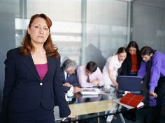 Avoir l'air fragile et féminine  quand vous dirigez une équipe de 300 personnes