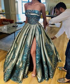 Thousands of gorgeous prom dresses and gowns 2018 at Lunss Gallery. You'll find plenty of prom dresses in unique styles, cuts, fabrics, and lengths. Evening Dresses, Prom Dresses, Formal Dresses, Wedding Dresses, Elegant Dresses, Pretty Dresses, Couture Dresses, Fashion Dresses, Beautiful Gowns
