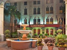 New Orleans (LA) Omni Riverfront New Orleans United States, North America The 4-star Omni Riverfront New Orleans offers comfort and convenience whether you're on business or holiday in New Orleans (LA). Both business travelers and tourists can enjoy the hotel's facilities and services. Service-minded staff will welcome and guide you at the Omni Riverfront New Orleans. Guestrooms are fitted with all the amenities you need for a good night's sleep. In some of the rooms, guests c...