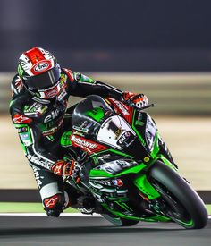 Rea reigns in the desert. Taking his 2nd consecutive #WorldSuperBike title on the green machine - amazing year for @jonathan_rea and @racekawasaki #AlpinestarsProtects #champions #worldsbk #reachamp
