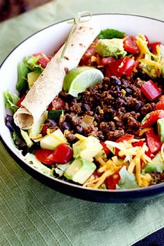 A healthier version of a taco salad.made to be much leaner. I would add less meat and more beans and cut back on the cheese to make it even healthier. Healthy Taco Salad with Cilantro Lime Vinaigrette Cilantro Lime Vinaigrette, Clean Eating, Healthy Eating, Healthy Food, Cooking Recipes, Healthy Recipes, Easy Recipes, Cooking Tips, Gastronomia