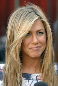 Jennifer Aniston Biography and Latest HD wallpaper. Celebrity Jennifer Aniston was born on 11 February is best known for her role as Rachel Green in the series Friends, for which she won an Emmy and a Golden Globe. Dirty Blonde Hair With Highlights, Chunky Highlights, Color Highlights, Warm Blonde Highlights, Golden Highlights, Blonde Streaks, Sandy Blonde, Caramel Highlights, Blonde Balayage
