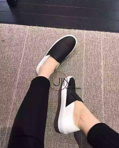 #슬립온 #신발 #슈즈스타그램 #흑백 #미니멀 #시크 #기본템 #basics #shoes #silpon #black #white #fashion #style  기본이 좋다.  I love Basic