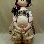 Muñeca de tela embarazada