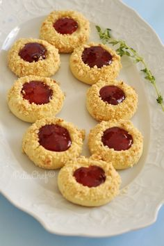Reçel Dolgulu Fındıklı Kurabiye - PelinChef - galletas - Las recetas más prácticas y fáciles Desserts Keto, Cookie Desserts, Easy Desserts, Cookie Recipes, Dessert Recipes, Pastry Recipes, Drink Recipes, Hazelnut Cookies, White Chocolate Cookies