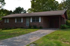 This starter home is in a fantastic neighborhood and located within walking distance to school. Mostly brick and in good shape, the price on this per square foot is fantastic. Why buy a home anywhere else when you can buy in one of the best areas? Schedule your showing today!! in Heber Springs AR