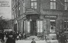 A book store at the corner of Sienkiewicze-Sobieskiego Streets in Dąbrowa Górnicza (Poland) during Russian rule before WWI. At the beginning of the 20th century, the Jewish community developed – both demographically and culturally. At the same time, Zionist activity in the town began, and was increased on the eve of WWII.