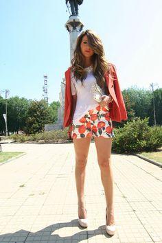 Sarenzait-shoes-carrot-orange-h-m-jacket-carrot-orange-romwecom-shorts_400