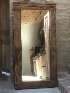 Home Decoration Tips for Decorators on the Budget Foyer Mirror, Diy Mirror, Mirrors, Rustic Bathroom Decor, Bathroom Styling, Gallon Of Paint, Rustic Chic, Wood Design, Decoration