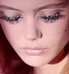 How to glitter eye makeup like a showgirl #Burlesque http://www.burlexe.com/how-to-burlesque-glitter-eye-makeup/