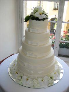 Hochzeitstorte mit Blumenspitz Cupcakes, Desserts, Food, Flowers, Tailgate Desserts, Cup Cakes, Dessert, Postres, Cupcake