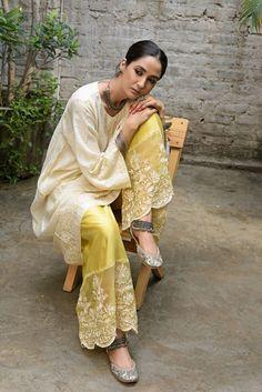 Pakistani Fashion Casual, Pakistani Dresses Casual, Indian Fashion Dresses, Pakistani Dress Design, Indian Outfits, Embroidery Suits Design, Embroidery Fashion, Indian Attire, Indian Wear