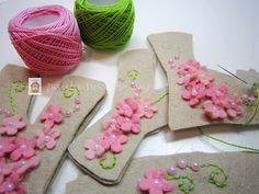 Inspiration for felt - specially liked the ballerinas Felt Crafts Diy, Felt Diy, Fabric Crafts, Sewing Crafts, Sewing Projects, Felt Name Banner, Felt Letters, Felt Garland, Felt Ornaments