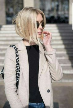 Angled Bob Hairstyles 2017 ideas for the girls having fine hairs are here! You should try these Angled Bob Hairstyles 2017 to get a coolest look. Medium Hair Styles, Short Hair Styles, Bob Styles, Bob Rubio, Blunt Bob Haircuts, Shaggy Haircuts, Short Trendy Haircuts, Stylish Haircuts, Blonde Bobs