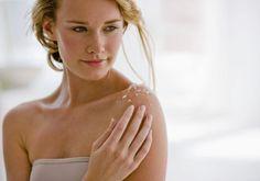 Esfoliação corporal ajuda a restaurar a pele