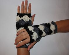 Discover Me : Merry Golightly : Black and White Fingerless Gloves