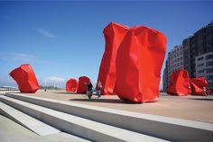 Color in sculpture Contemporary Sculpture, Contemporary Art, Abstract Sculpture, Sculpture Art, Walkable City, Red Artwork, Street Installation, Conceptual Art, Public Art