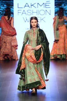 Vrisa at lakmé fashion week winter/festive 2016 vogue. Indian Suits, Indian Attire, Indian Dresses, Indian Wear, Indian Clothes, Lakme Fashion Week, India Fashion, Asian Fashion, Fashion Show
