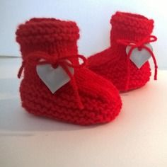 Chaussons laine 3/6 mois bébé - layette tricot fait main rouge coeur gris satiné