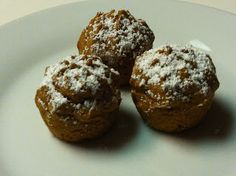 Just 2 Ingredient Muffins NO eggs. NO milk. Just 2 simple ingredients! Pumpkin and a box of cake mix! Just 2 Ingredien. Muffin Recipes, Diet Recipes, Breakfast Recipes, Breakfast Dessert, Easy Recipes, 2 Ingredients, Coffee Cake, Muffins, Sweet Treats
