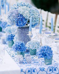 Для оформления стола для предсвадебного ужина Алены и Эльмара мы использовали исключительно голубые оттенки. Текстиль, посуда, керамика, свечи и цветы только голубого цвета создали очень стильную и необычную картинку.  Wedding planner @caramelwedding Decor @lidseventhouse Photo @ksemenikhin #caramelwedding