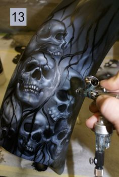 Motorcycle Airbrush Guide Source by Custom Motorcycle Paint Jobs, Custom Paint Jobs, Motorcycle Art, Bike Art, Skull Artwork, Skull Painting, Air Brush Painting, Car Painting, Pinstriping