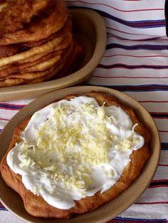Langosi simpli (14) Romanian Food, Veg Recipes, Dough Recipe, Hummus, Good Food, Pudding, Cheese, Meals, Cooking