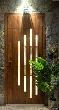 Main Entrance Door Design, Wooden Main Door Design, Home Entrance Decor, House Entrance, Entrance Doors, Modern Wooden Doors, Flush Door Design, Room Door Design, Home Room Design