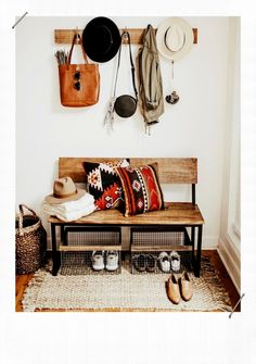 44 The Best Rustic Living Room Decor Ideas On A Budget That Is Dazzling – Best Home Decorating Ideas Style At Home, Decoration Hall, Room Decorations, Deco Boheme Chic, Deco Studio, Apartment Decorating On A Budget, Interior Decorating, Decorating Ideas, Hallway Decorating