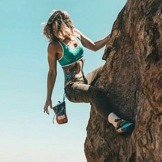 Our women's mountaineering gear wheel comes with methodically created climbing trousers, top, capris and leggings. Climbing Girl, Climbing Outfits, Rock Climbing, Climbing Clothes, Climbing Holds, Cute Hiking Outfit, Hiking Outfits, Escalade, California Camping