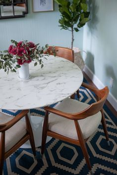 """LexMod - Lippa 47"""" Artificial Marble Dining Table in White"""