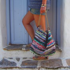 18 Must Have Handmade Beach Bag Designs To Take Your Stuff To The Beach - Style Motivation Source by boho Boho Chic, Crochet Beach Bags, Bohemian Schick, Sacs Design, Hippie Bags, Striped Canvas, Jute, Long Tops, Shopping Bag