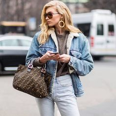 "9,771 Me gusta, 95 comentarios - Who What Wear (@whowhatwear) en Instagram: ""There are some trends (like denim on denim👆) fashion girls will never get sick of, and then there…"""