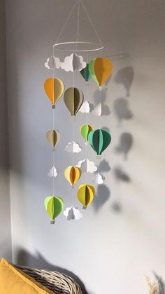 Diy Crafts For Gifts, Diy Home Crafts, Baby Crafts, Crafts For Kids, Paper Crafts, Mobile Art, Hanging Mobile, Diy Hanging, Nursery Class Decoration