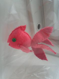 Gold fish - I keep thinking of an improved version, and trying to have the tail be fine mesh to give a sense of flow like the real fins Felt Crafts Diy, Felted Wool Crafts, Cute Crafts, Fabric Crafts, Sewing Crafts, Felt Animal Patterns, Stuffed Animal Patterns, Felt Projects, Projects To Try