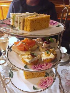 London is an elegant city. It a city full of restaurants with so much options for Fish and Chips to salad and fine dining restaurants. Fish And Chips, Fine Dining, Afternoon Tea, London, Drinks, Breakfast, Travel, Food, Drinking